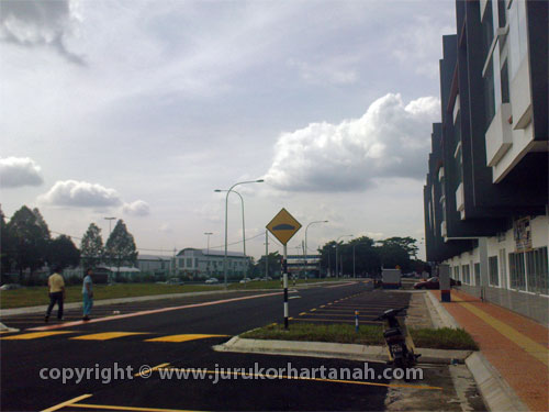 Kipark Business Avenue 3 ½ Shop-office, Jalan Kuching For Sale