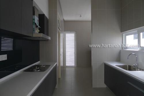 dry kitchen on 1st floor
